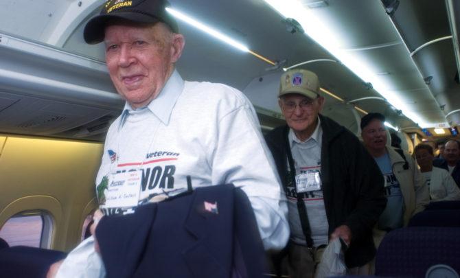 veterans-visiting-world-war-ii-memorial