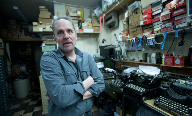 typewriter-repairman-anthony-casillo
